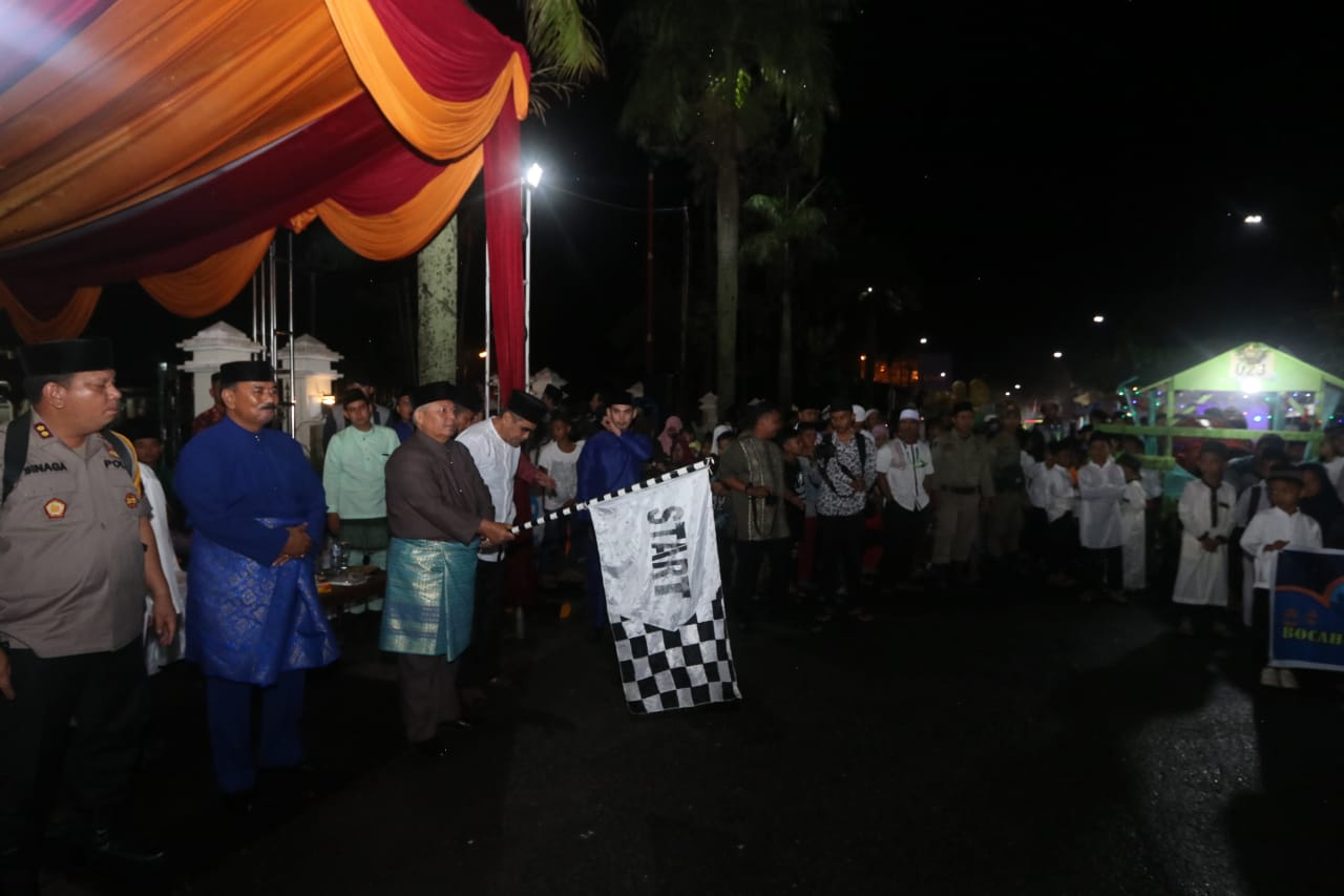 Permalink ke Bupati Safrial Lepas Peserta Festival Arakan Sahur 2019