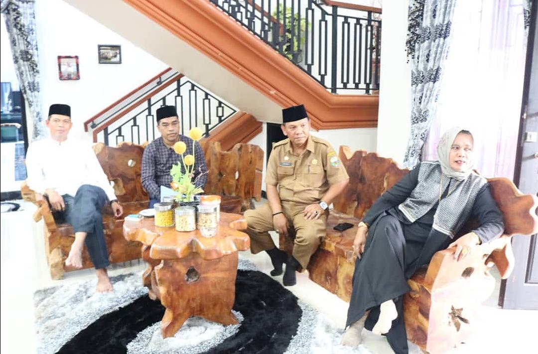 Permalink ke Halal-bihalal di Kediaman Ketua DPRD Muarojambi Turut Dihadiri Sekwan dan Anggota Dewan