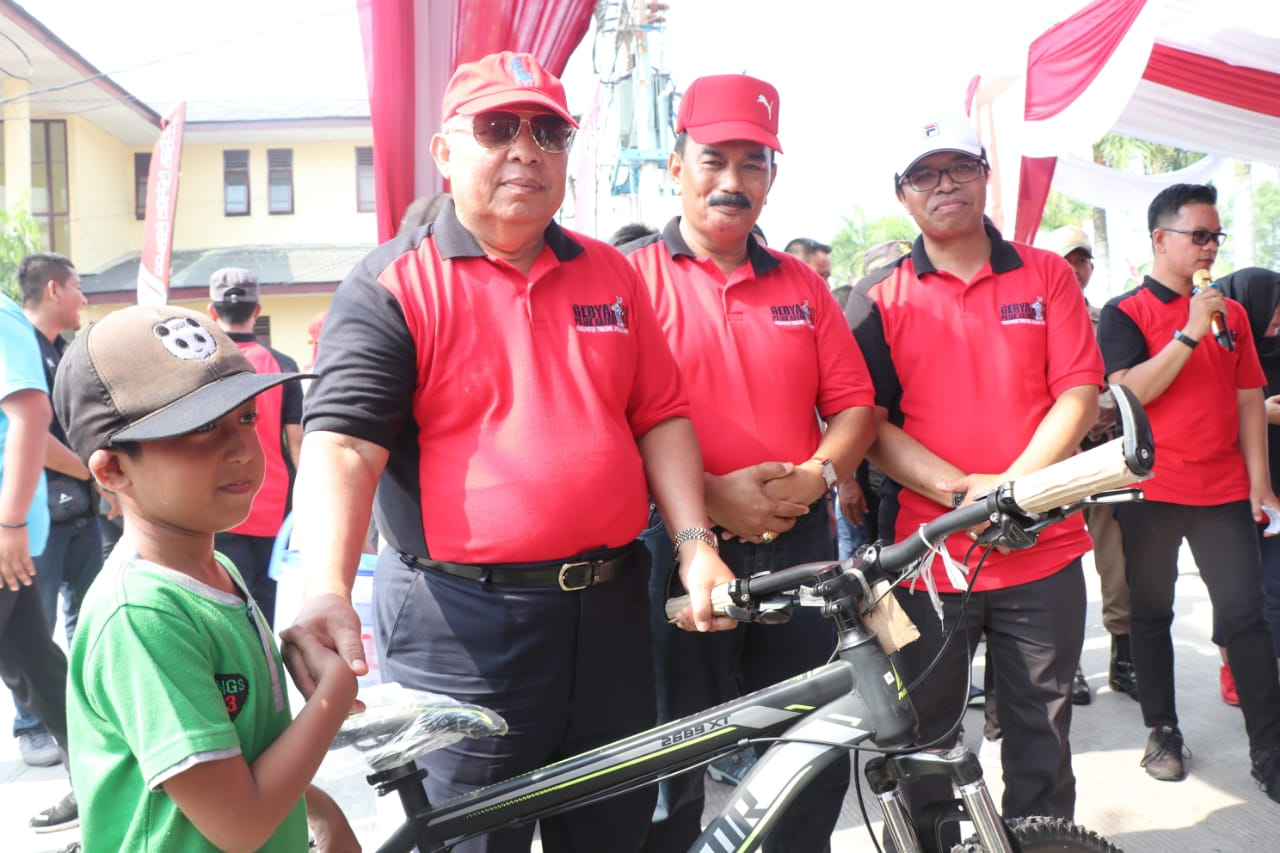 Permalink ke Jalan Santai Hari Jadi Kabupaten Tanjabbarat ke-54 dan HUT RI ke-74 di Alun- Alun Kota Kuala Tungkal Meriah