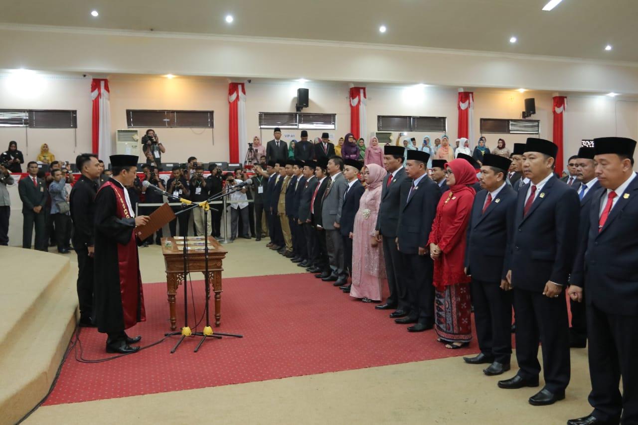 Permalink ke 35 Anggota DPRD Kabupaten Tanjabbar Terpilih Periode 2019-2024 Dilantik