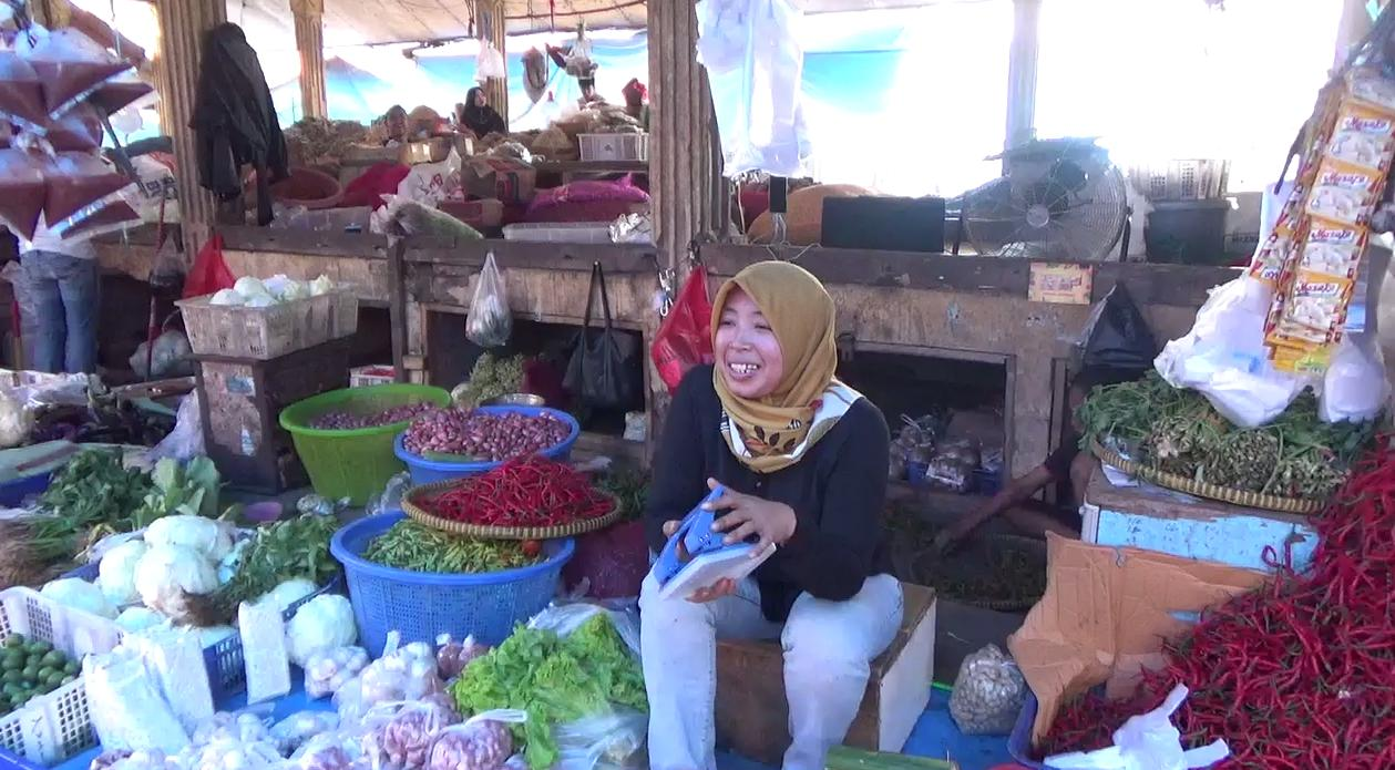 Permalink ke Harga Bawang Merah di Pasar Batanghari Naik Hampir 100 Persen