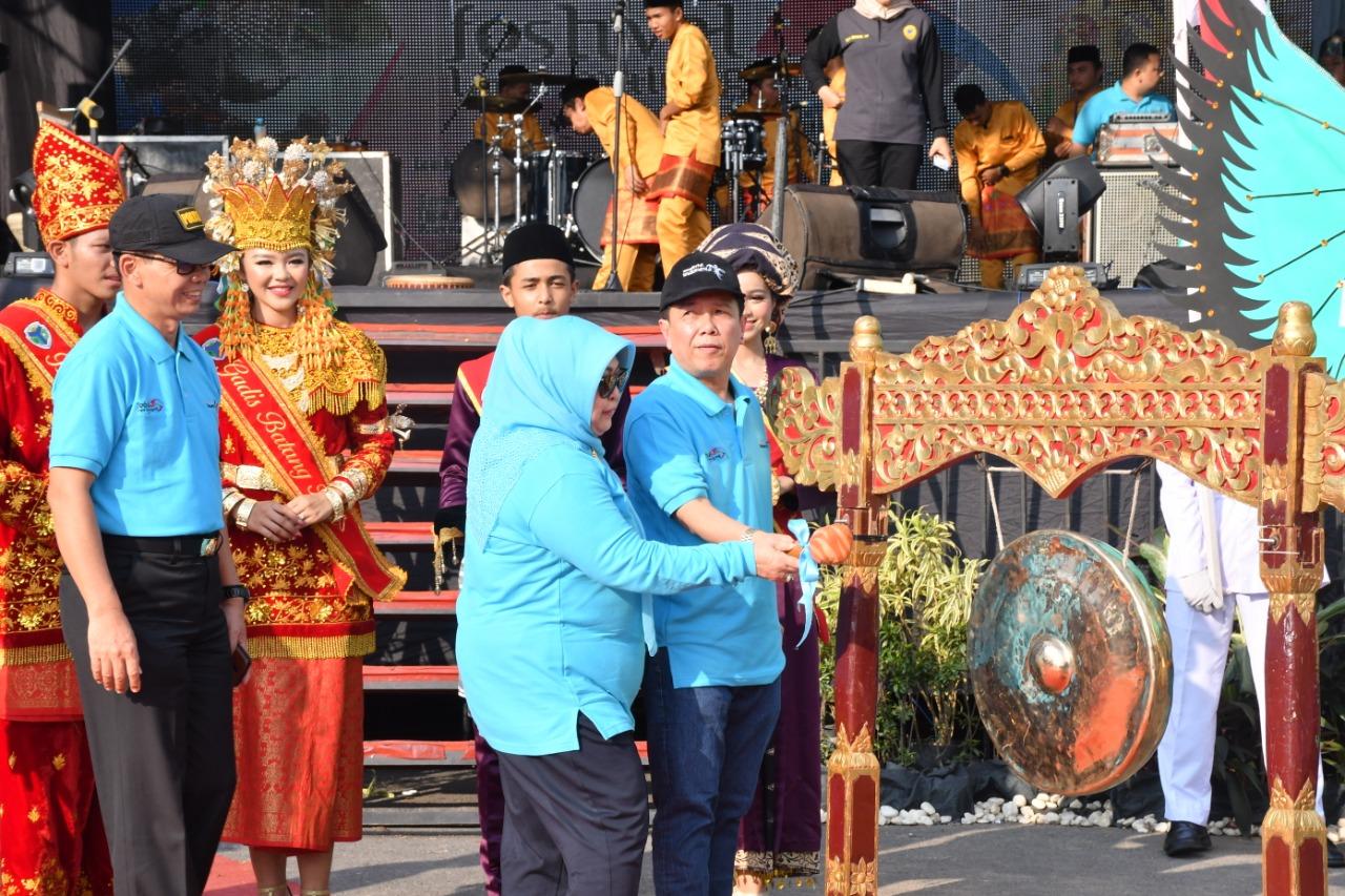 Permalink ke Bupati Syahirsah Buka Festival Tapa Malenggang dan Kejurnas Terbuka BHMC Tahun 2019 di Batanghari