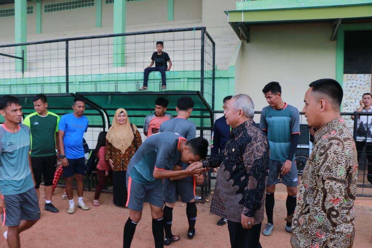 Permalink ke Bupati Safrial Tinjau Persiapan Tim Sepak Bola Tanjab Barat Jelang Gubernur Cup