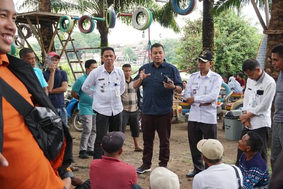 Permalink ke Rombongan Anggota DPRD Kota Jambi Duduk Bersama Puluhan Pemilik Ketek Danau Sipin
