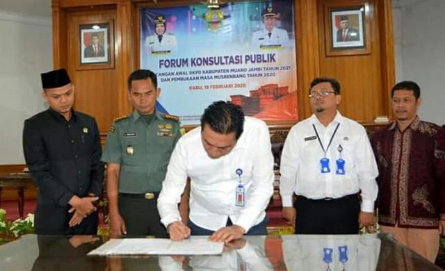 Permalink ke Ketua DPRD Muaro Jambi Hadiri Forum Konsultasi Publik Rancangan Awal RKPD Kabupaten Muaro Jambi