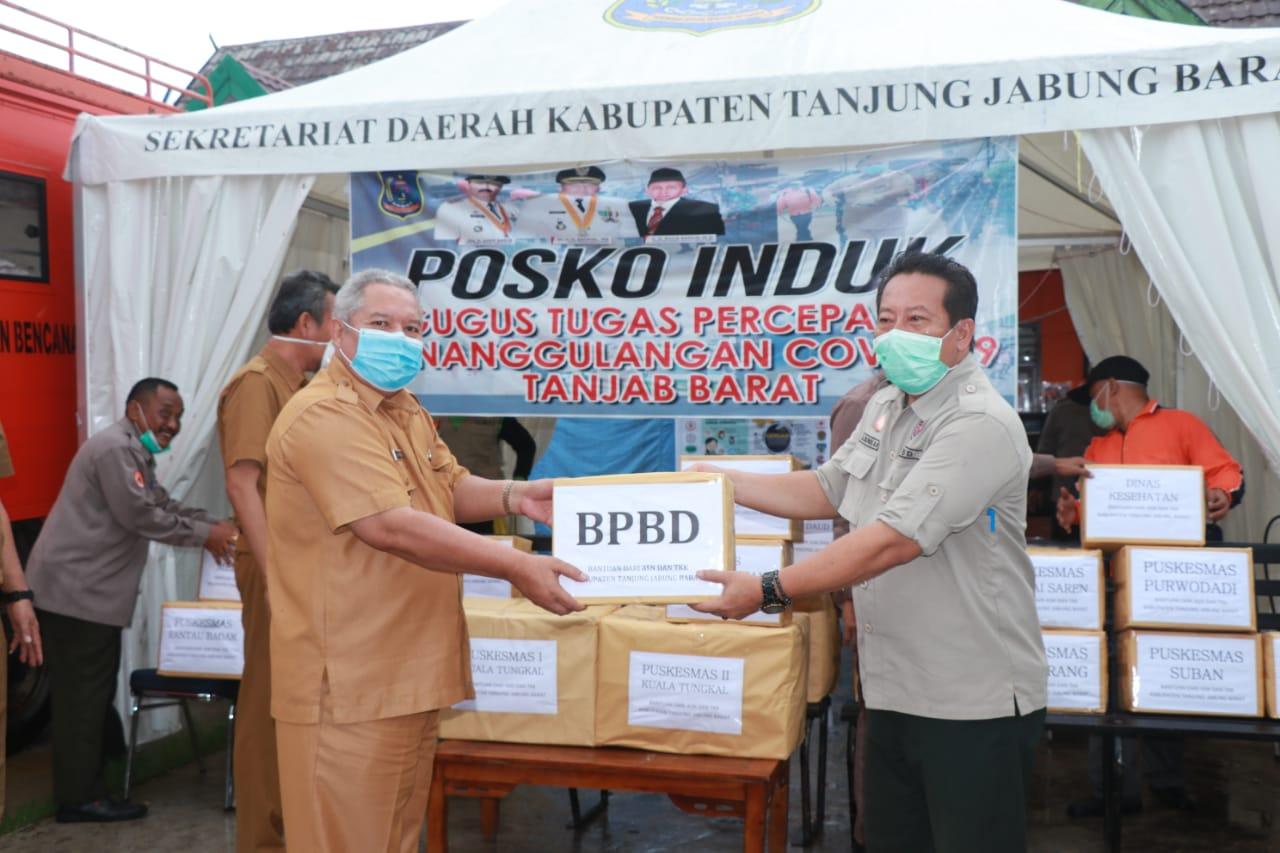Permalink ke Bupati Safrial Serahkan Bantuan APD dari OPD Lingkup Pemkab Tanjab Barat