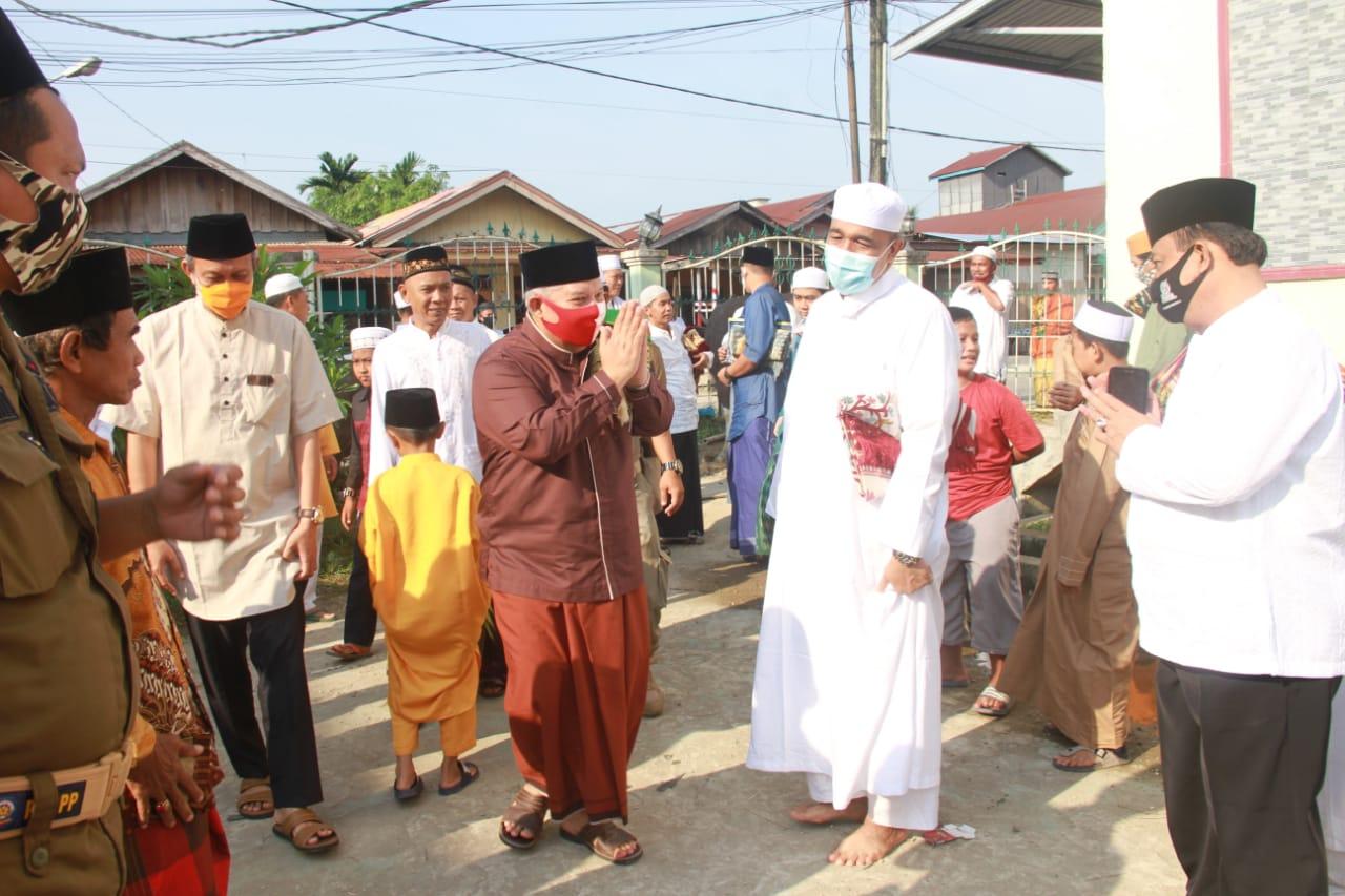 Permalink ke Ikuti Pelaksanaan Sholat Idul Adha, Bupati Safrial Sebut Tetap Kedepankan Protokol Kesehatan
