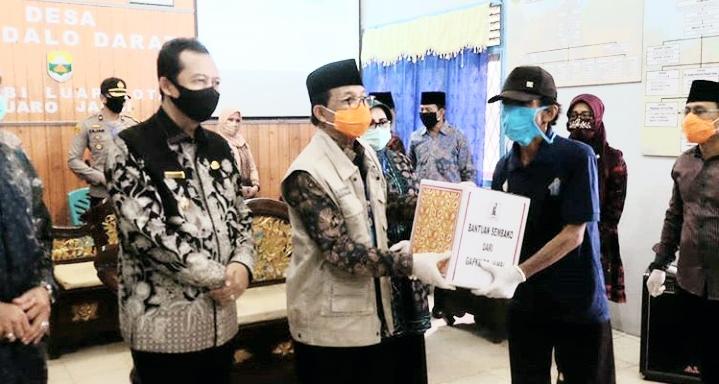 Permalink ke Wabup Muaro Jambi Dampingi Gubernur Jambi Salurkan Bantuan CSR dari Gabungan Pengusaha Karet