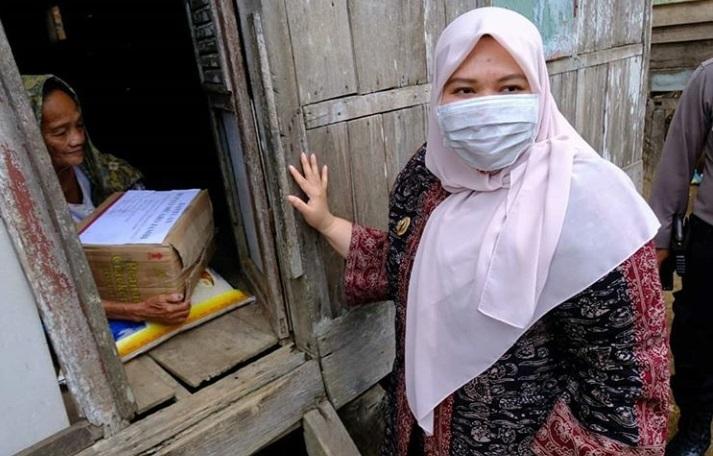 Permalink ke Bupati Masnah Serahkan Bantuan Sembako untuk 17 Ribu KK Terdampak Covid-19