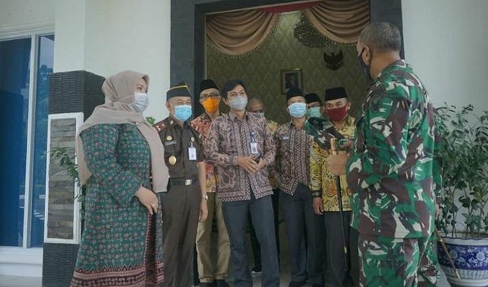 Permalink ke Bupati Masnah DIdampingi Sekda Fadhil Arief Sambut Kunker Danrem 042/Gapu
