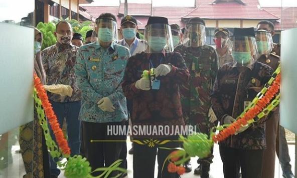 Permalink ke Wabup Muaro Jambi Dampingi Gubernur Fachrori Resmikan Rumah Isolasi Covid-19