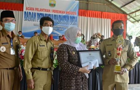 Permalink ke 97 Anggota BPD se-Kecamatan Kumpe Ulu Dilantik Bupati Masnah