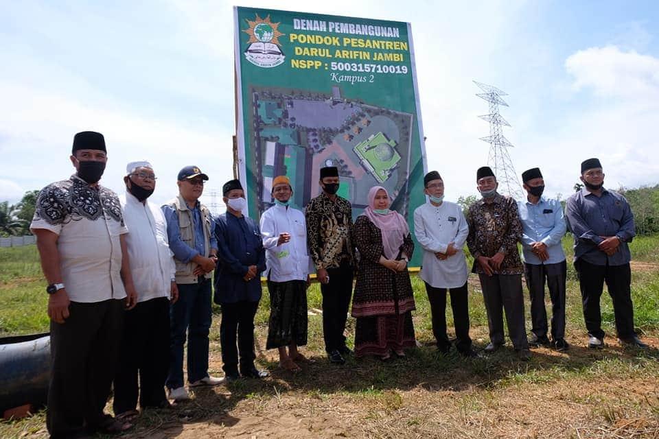 Permalink ke Ketua DPRD Muaro JambiHadiri Undangan Peletakan Batu Pertama Pembangunan Gedung Ponpes Darul Arifin Jambi