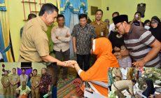 Permalink ke Lagi, Walikota Sy Fasha Bagikan Kursi Roda Gratis