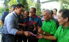 Permalink ke Gubernur Zola Bagi-bagi Lacak Gratis Kepada Petugas Bandara Sultan Thaha