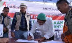 Permalink ke Walikota Fasha Serahkan Langsung Duit Rp 715 Juta Bantuan Warga Jambi ke Palu