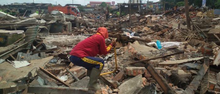 Bangunan Pasar Angso Duo Lama Diroboh, Pemulung Ini Beromsetan Ratusan Ribu