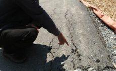 Permalink ke Baru Seumur Jagung, Jalan Aspal di RT 02 Desa Serdang Jaya Mulai Rusak
