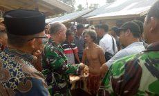 Permalink ke Danrem 042/Gapu Disuguhi Buah Tampoi Oleh SAD Desa Tambun Arang