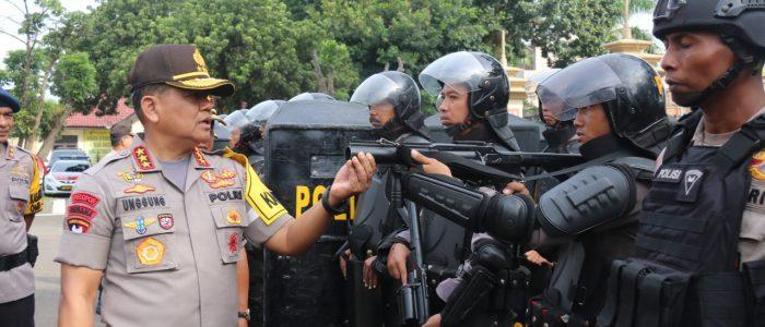 Komjen Pol Unggung Cahyono Periksa Pasukan Satgas OMB 2019 Polda Jambi