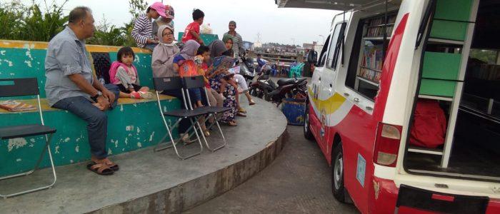 Tumbuhkan Minat Baca, Mobil Perpustakaan Keliling Kunjungi WFC