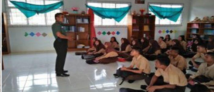 Babinsa Pijoan Tanamkan Bela Negara Kepada Pelajar