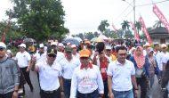Permalink ke Kapolda Bersama Gubenur Jambi Lepas Jalan Sehat Millenial Ditengah Guyuran Hujan
