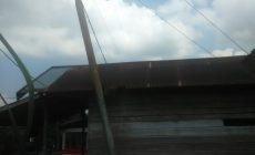 Permalink ke Miring, Tiang Listrik Milik PLN di RT 05 Pasar Pudin Berpotensi Celakai Warga