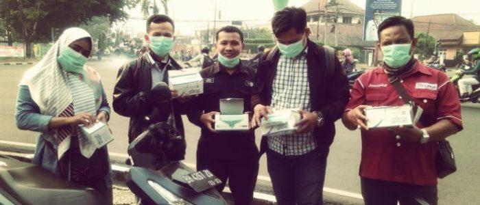 Bentuk Kepedulian Terhadap Masyarakat, IJPJ Turun ke Jalan Berikan Masker Gratis