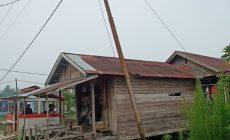 Permalink ke Hampir Roboh, Sampai Kini Tiang Listrik di Desa Parit Pudin RT 05 Belum Diperbaiki