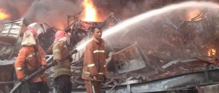 Dalam Rentang Waktu 12 Jam, Api Membakar Gudang Ekspor PT. ABP Berhasil Dijinakan