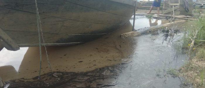 Akibat Kebakaran, Limbah Cair PT. ABP Masuk Kerambah Ikan Warga