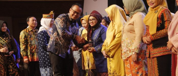 Rahima Dianugerahi Penghargaan Kampanye Makan Ikan Oleh Menteri KP
