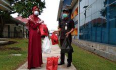 Permalink ke Bersama UMKM, ACT Jambi Lakukan Pembagian Operasi Pangan Gratis di RSUD Raden Mattaher