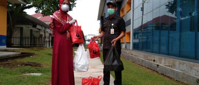 Bersama UMKM, ACT Jambi Lakukan Pembagian Operasi Pangan Gratis di RSUD Raden Mattaher