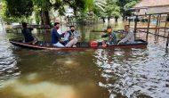 Permalink ke Pakai Perahu, Kepala BPBD Muaro Jambi bersama Dandim 0415/BTH Pantau Banjir di Jaluko