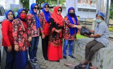 Permalink ke Hj. Linda Astuty dan Wakil Ketua Bhayangkari Polda Jambi bersama Gabungan Organisasi Sedekahkan Ratusan Paket Sembako untuk Warga Kurang Mampu