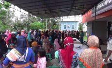Permalink ke Antrian Bansos, Ratusan Warga Berkumpul Ditengah Pandemi Covid-19
