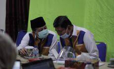 Permalink ke Ikuti Webinar Nasional Pilkada Berintegritas 2020, Fachori Umar-Syafril Nursal Makin Kompak Kenakan Kemeja Khasnya