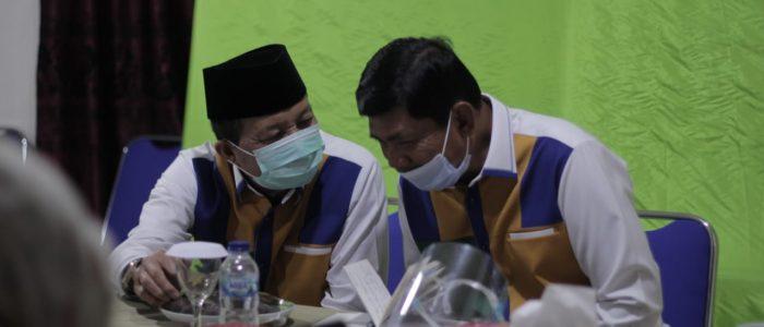 Ikuti Webinar Nasional Pilkada Berintegritas 2020, Fachori Umar-Syafril Nursal Makin Kompak Kenakan Kemeja Khasnya