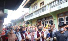 Permalink ke Wow…!!! Blusukan di 5 Luhah Kelurahan Sungai Penuh, Fikar Azami – Yos Adrino dan Ferry Satria Diiringi Tale dan Dikalungi Selendang Batik