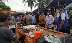 Permalink ke Disambut Antusias, Cawagub Syafril Nursal Langsung Sapa Pedagang Pasar Aro