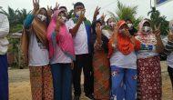 Permalink ke Dihadang Gerombolan Emak-emak di Desa Danau Embat, Cawagub Syafril Nursal Kaget