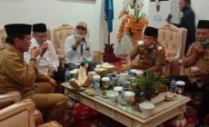 Permalink ke Gubernur Jambi Dijamu Al Haris Makan Durian Khas Merangin