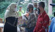 Permalink ke Peduli, Bupati Masnah Serahkan Bantuan Ratusan Paket Sembako untuk Masyarakat Terdampak Covid-19 di Desa Talang Duku