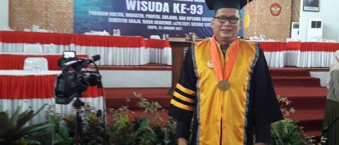 Raih Gelar Doktor, Noviardi Ferzi Mantan Presiden Mahasiswa Unja di Wisuda
