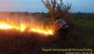 Permalink ke ArealPerkebunan PT. SMP Terbakar,Kapolres Muaro Jambi Turun Tangan Padamkan Api