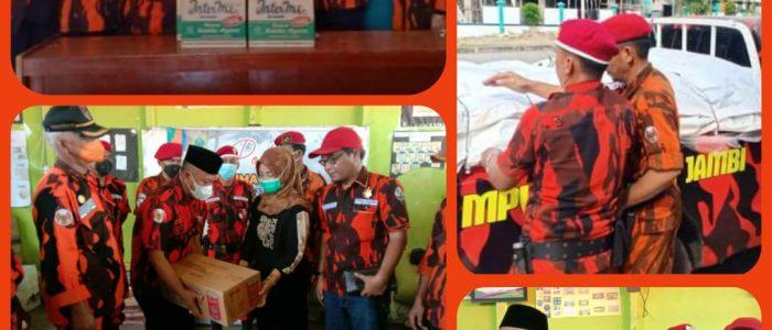 MPW PP Provinsi Jambi via MPC PP Kabupaten Tanjabtim Berikan Bantuan untuk Korban Kebakaran Desa Menteng
