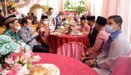 Permalink ke HM Gandeng Hj. Rostina masuk Tiga Pesta, Datangi Kediaman Keponakan Umar Faruk Capek-nya Langsung Hilang