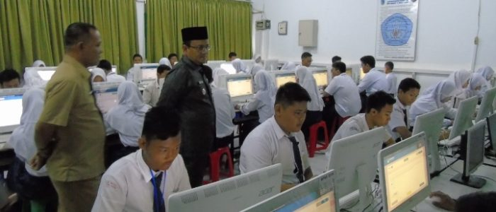 Pantau UNBK Tingkat SMP di Kota Jambi, Maulana Harap Tingkat Kelulusan Dapat Meningkat